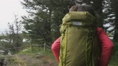 sağlıklı : Hiking people walking in forest wearing backpacks on hike. Hiker couple trekking in woods living healthy active outdoor lifestyle on travel  in Lake Myvatn, North Iceland