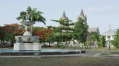 byt : Basseterre, St. Kitts and Nevis, Caribbean. Independence Square is a historic site and tourist destination. It used to be slave market site. View of fountain and cathedral church