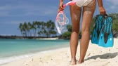 mergulho : Closeup of sexy legs of bikini girl with snorkeling equipment standing looking at ocean. Woman holding blue flippers and mask ready for snorkel. Diving beach vacation concept. Beach life. 59.94 FPS Vídeos
