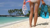prazer : Young slim woman standing on beach with snorkelling equipment standing near sea. Girl with flippers, mask and snorkel. Beach life snorkel video. Beach life, 59.94 FPS.