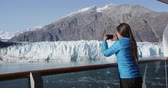 alasca : Tourist on Alaska cruise ship taking photo of glacier in Glacier Bay National Park, USA. Woman taking picture using smart phone on travel vacation. Margerie Glacier.
