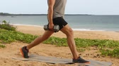 pulso : Fitness exercises - fitness man doing Lunge Pulse exercise with dumbbells. Dumbbell Lunges fitness workout. Stock Footage