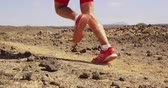 czerwony : Running man trail running in desert - male athlete running fast. Closeup of running legs and running shoes in SLOW MOTION. RED EPIC.