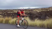 ciclista : Cycling Triathlon man - male triathlete biking on triathlon bike. Fit man cyclist on professional triathlon bicycle wearing tri suit and time trail helmet training for ironman. From Big Island, Hawaii