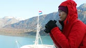 varanda : Alaska Glacier Bay Tourist looking at landscape using binoculars on cruise ship. Woman on vacation travel looking for wildlife enjoying cruising famous tourist destination.  SLOW MOTION.