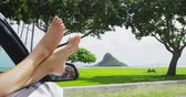 carro : Road trip summer vacation travel freedom concept with feet out of car window. Young woman with pretty feet out the window feeling free relaxing happy on holidays on Oahu, Hawaii.