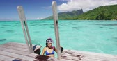 коралловый : Snorkel girl going snorkeling in coral reefs south pacific ocean for tropical swim fun from overwater bungalow luxury resort with snorkelling mask, fins.