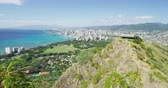 visto : Honolulu city and Waikiki Beach against sky during sunny day. Cityscape and sea are seen from Diamond Head State Monument. It is famous landmark in Oahu, Hawaii, USA.