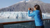 passagem : Alaska cruise ship passenger photographing glacier in Glacier Bay National Park, USA. Woman tourist taking photo picture using mobile cell smart phone on travel vacation. Margerie Glacier. Vídeos