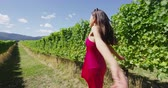 kalifornie : Happy woman dancing and running free on vineyard by grapevines having fun on wine tour in wine region visiting a winery. People on holiday or wine tasting experience in summer valley. SLOW MOTION.
