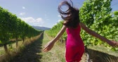 kalifornie : Happy woman running free on vineyard by grapevines having fun on wine tour in wine region visiting a winery. People on holiday or wine tasting experience in summer valley landscape. SLOW MOTION. Dostupné videozáznamy