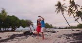 Selfie couple on Hawaii beach vacation with palm trees in Big island of Hawaii, USA. Hawaiian holidays getaway. Happy people on summer holidays Dostupné videozáznamy