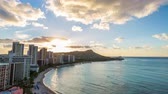 diamanten : Hawaii Waikiki Beach in Honolulu city. Travel landscape timelapse of Waikiki Beach and Diamond Head mountain peak at sunset, Oahu island, USA vacation. Timelapse.