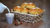 kuru üzüm : Easter Hot Cross Buns in a Basket. Pour milk into a Cup Stok Video