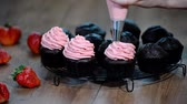 buzlu yüz : Decorating chocolate cupcake with strawberry cream.