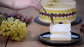 ameixa : Piece homemade mousse cake with grapes.