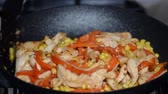 kırmızı biber : Stir fry chicken, sweet peppers and corns. Top view.