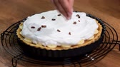 pudin : Homemade baking. Cake Banoffi with caramel and banana on rustic wooden table. Decorate tart with a chocolate