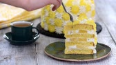 krem peynir : A piece of pineapple cake in green plate on the wooden table