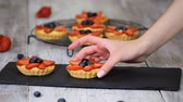Summer berry tartlets with cream and fresh berries. Healthy summer pastry dessert for party. Wideo