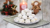 námraza : Traditional Christmas snowballs cookies, biscuits covered sugar powder. Christmas New Year festive ornament decorations.
