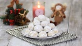 námraza : Traditional Christmas snowballs cookies, biscuits covered sugar powder. Sprinkle cookies with powdered sugar. Christmas New Year festive ornament decorations. Dostupné videozáznamy