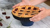 cynamon : Freshly Baked Homemade Cherry Pie with a Flaky Crust. Wideo
