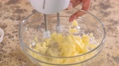 кнут : Mixing sugar and butter in a glass bowl. Mixing ingredients in a bowl. Close-up. Стоковые видеозаписи