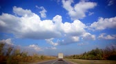 linha do horizonte : Cars drives on the asphalt road and sky background with clouds Vídeos