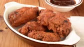 galinha : Chicken wings vanishing from a bowl