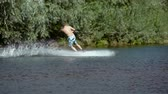 uiterlijk : Wakeboarding on the river
