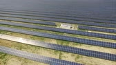 sostenible : Aerial shot of solar panels - solar power plant.
