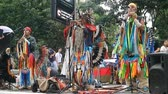 domingo : Sao Paulo, Brazil – November 11, 2018: Unidentified Peruvian Indian group performing traditional music on Avenida Paulista. On Sundays, the avenue is generally open to citizens and street performers.
