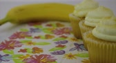 кексы : Healthy food options.  Starts focused on a yellow lemon creme cupcake, then transitions to a yellow banana