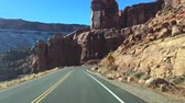 дорожный знак : The typical American road in the Arches National Park, Utah, USA
