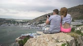 casamento : A couple of people seated on the beach and watching the sea Stock Footage