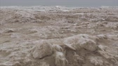 zasněžený : Vertical pan of frozen Lake Michigan beach after a week of negative temperatures in Chicago. This footage was taken three days after coldest day in 20 years. Dostupné videozáznamy