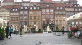 bruxa : Warsaw, Poland - September 7, 2017: Tourists and locals on the streets of the old town where the cobblestone pavement and small restaurant, bistros, brasseries. Square (Rynek Starego Miasta) and Warsaw undine