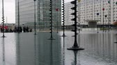 világítás : Paris, France - 24.09.2017: Defense, La Défense: water basin with lanterns of different shapes and color in the business district. Modern decoration of cities, urban design