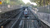 tunel : Paris, France - 24.09.2017: Paris metro line goes to day surface and is laid in special concrete trench with fence. time of passage of train, top view Dostupné videozáznamy