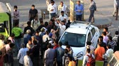 regolamento : India, new Delhi - March 26, 2018: Auto incident. Driver and broke rules, collided with tuk-tuk and was surrounded by crowd of indignant citizens, street conflict