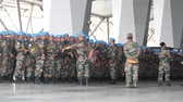 disposição : India, new Delhi - April 7, 2018: disposition, soldiers (blue beret, airborne assault force) break into column before the transfer of air transport