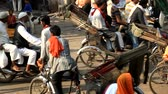 моторизованный : India, new Delhi - March 19, 2018: Overloaded with different transport (dominated by rickshaws) and pedestrians streets of the capital are normal traffic
