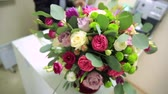 サルーン : HD Panoramic view of a bouquet of roses. Close-up shot