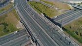 марафон : Aerial drone footage. Following marathon running group on the road junction Стоковые видеозаписи