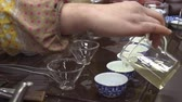 pequim : Woman pours green tea in small containers. Chinese tea shop. tea Tasting Stock Footage