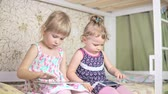 tabletler : Little girls play on the tablet and phone. 4k Stok Video