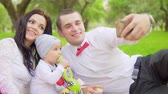 eğlenmek : Dad mom and baby do Salfi in the park slow motion Stok Video
