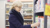 agd : woman buys detergent in store