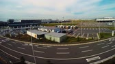 aeroporto : Time lapse of from the window of the Tokyo Monorail Haneda Airport Line arriving in Haneda Airport